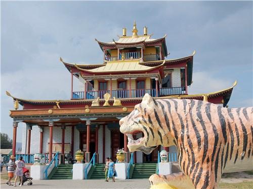 Буддийский храм в Иволгинском дацане, открывающийся раз в год