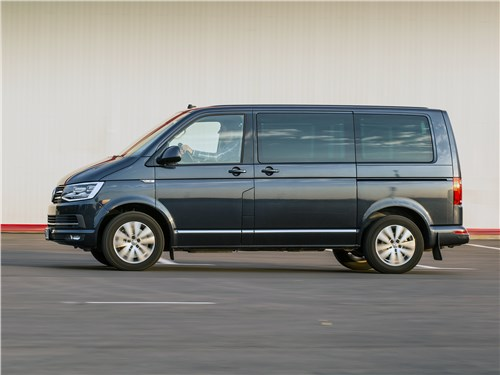 Volkswagen Multivan Highline вид сбоку