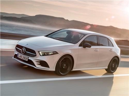 Высокая крыша (Honda Jazz, Mercedes-Benz A-Klasse, Peugeot 1007, Mitsubishi Colt, Renault Modus) A-Class - Mercedes-Benz A-Class 2019 вид спереди сбоку