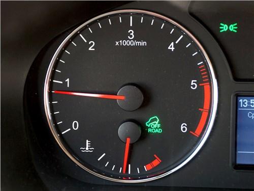 На УАЗ «Патриот» одновременно с системой помощи при спуске активируется специальный внедорожный режим работы трансмиссии