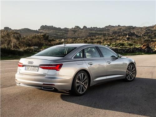 Когда «бюргеры» дерутся: Audi A6 против Mercedes-Benz E-Class A6 - Audi A6 2019 вид сзади сбоку