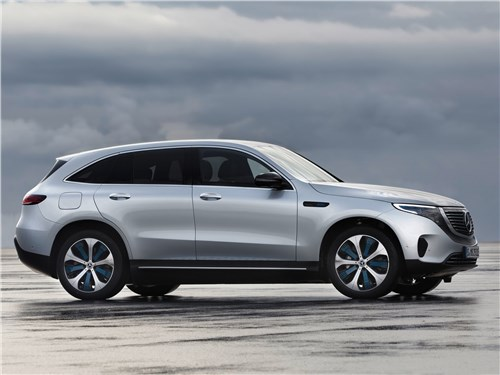 Mercedes-Benz EQC - Mercedes-Benz EQC 2020 вид сбоку