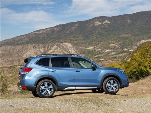 Subaru Forester 2019 вид сбоку