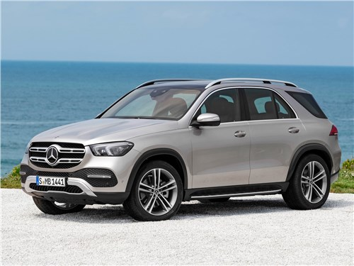 Mercedes-Benz GLE - Mercedes-Benz GLE 2020 вид спереди сбоку
