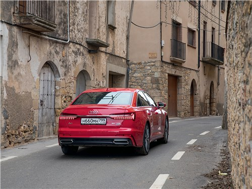 Audi A6 2019 вид сзади