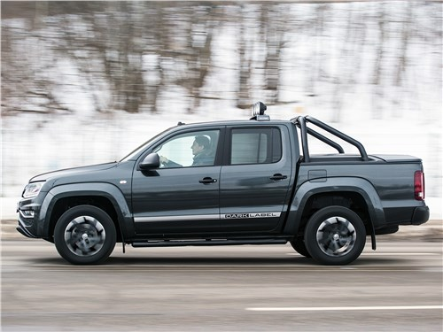 Volkswagen Amarok Dark Label 2019 вид сбоку
