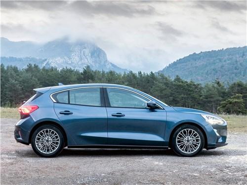 Четыре двери Focus - Ford Focus 2019 вид сбоку