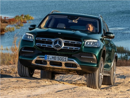 Новейший Mercedes-Benz GLS и умудренный опытом Range Rover в шоке от собственной крутости GLS - Mercedes-Benz GLS 2020 вид спереди