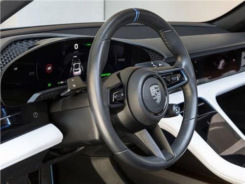 Электрический Porsche будет богат на экраны