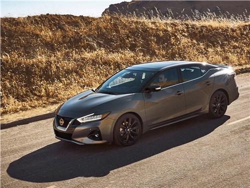 Nissan Maxima 2019 вид спереди сбоку