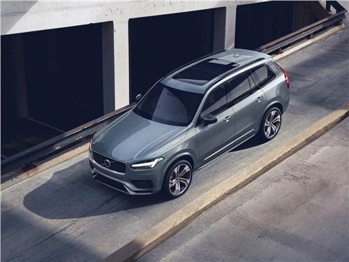Volkswagen Touareg и Volvo XC90: скандинавский бестселлер отбивает атаки молодого «тевтонца» XC90 - Volvo XC90 2020 вид спереди сверху