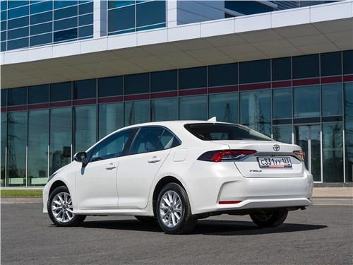 Toyota Corolla 2019 вид сзади