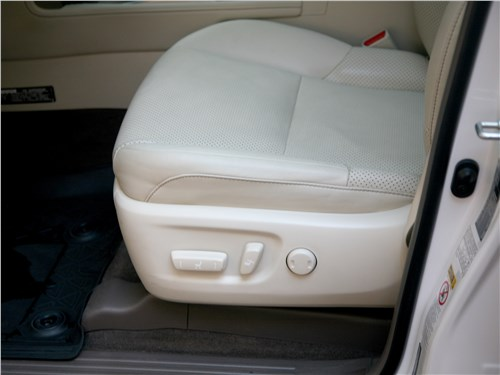 Предпросмотр lexus gx 460 2014 переднее кресло