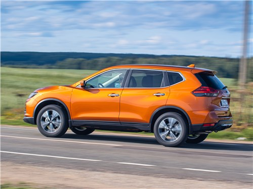 Nissan X-Trail 2018 вид сбоку