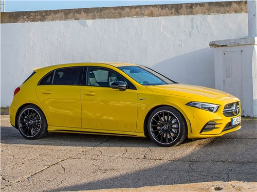 Mercedes-Benz A35 AMG 4Matic 2019 вид сбоку