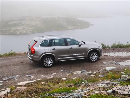 Volvo XC90 2020 вид сбоку