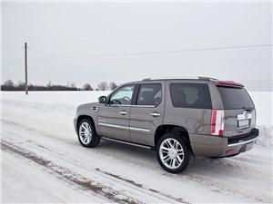Cadillac Escalade 2009 вид сзади