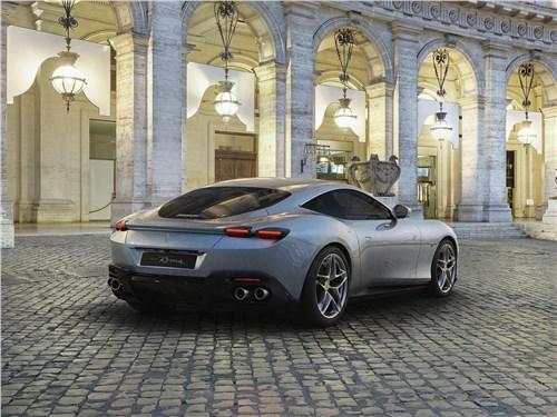Ferrari Roma 2020 вид сзади