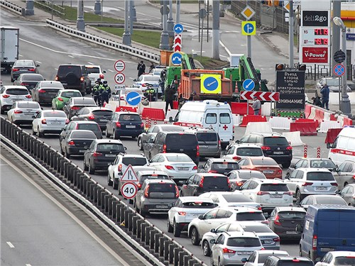 Москва погрязла в пробках. Коронавирус виноват