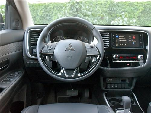 Mitsubishi Outlander 2020 салон