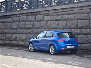 SEAT Leon FR 2012 вид сзади