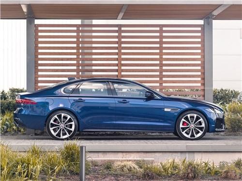 Jaguar XF (2021) вид сбоку