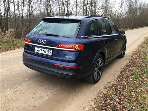 Audi Q7 (2020) вид сзади