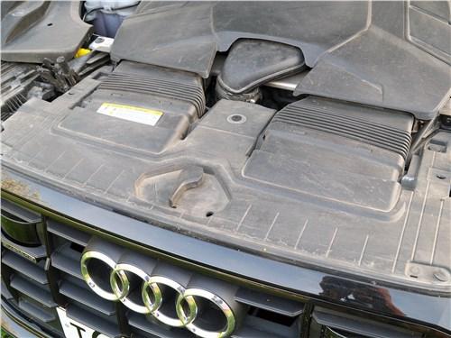 Audi Q8 2019 моторный отсек