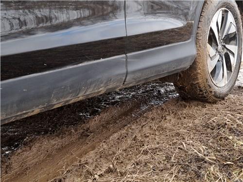 Honda CR-V 2015 в грязи