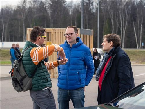 Павел Федоров («Москва FM»), Олег Алексеев (JAC) и Александр Добин («Авто Плюс»)