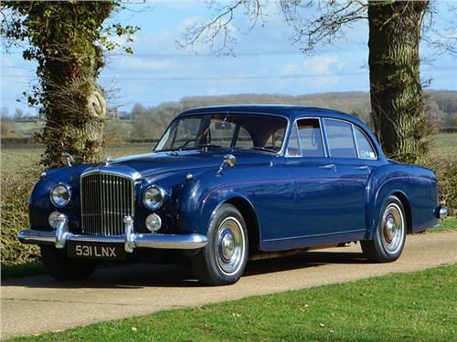 В Bentley красят свои автомобили столетней краской!