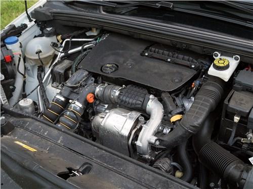 DS4 Crossback 2016 моторный отсек