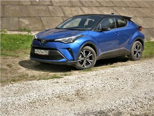 Toyota C-HR 2020 вид сбоку