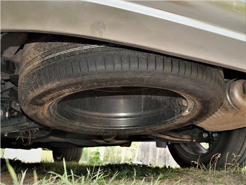 Hyundai Santa Fe (2021) запасное колесо