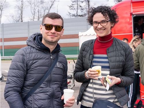 Роман Скольский (Nissan) и Екатерина Квашенкина («Авто Mail.ru»)