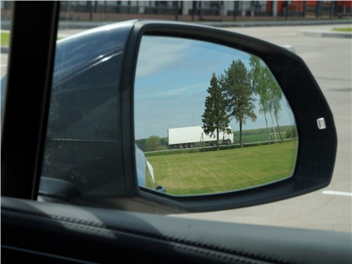Audi Q7 S-Line 2016 боковое зеркало