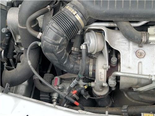 Fiat Doblo 2015 моторный отсек