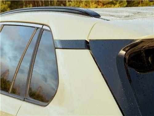 Toyota RAV4 2019 задняя стойка