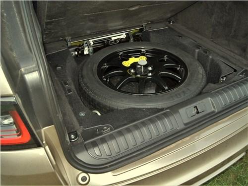Land Rover Range Rover Sport SVR (2018) багажное отделение