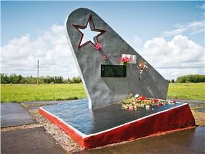 Небольшой мемориал под Островом установлен в память о летчике Л.В. Михайлове, повторившем подвиг Гастелло