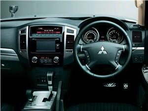 Mitsubishi Pajero 2015 водительское место