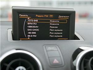 Audi A1 2011 монитор