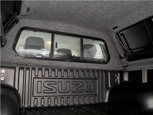 Isuzu D-Max 2016 переднее «окно» кунга