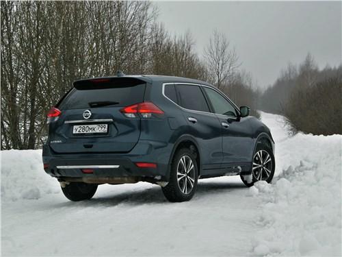 Nissan X-Trail 2018 вид сзади