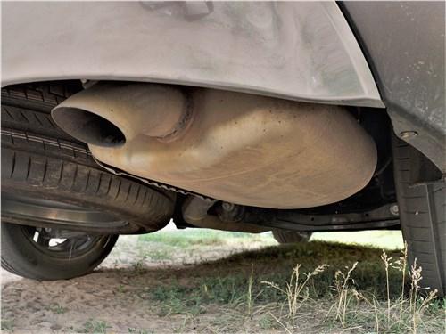 Hyundai Santa Fe (2021) выхлопная труба