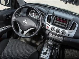 Mitsubishi L200 2014 водительское место