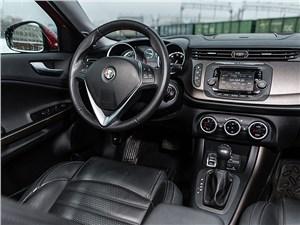 Предпросмотр alfa romeo giulietta 2014 водительское место
