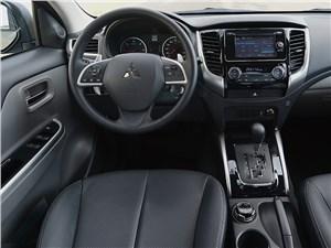Мужской разговор L200 - Mitsubishi L200 2015 водительское место