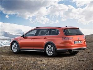 Volkswagen Passat Alltrack 2016 вид сбоку сзади