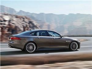 Баланс качеств XF - Jaguar XF 2016 вид сбоку